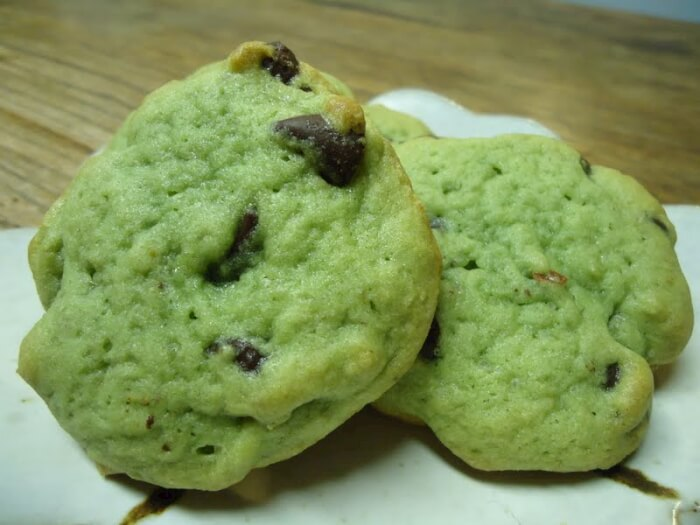 Green Pistachio and Chocolate Cookies