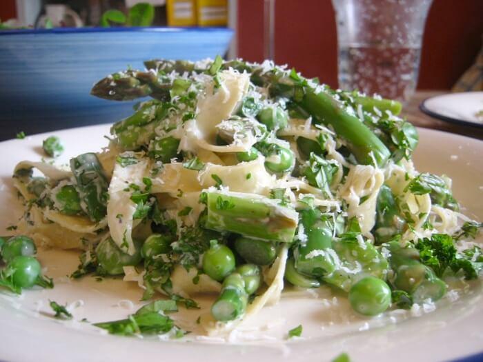 White Asparagus Bread & Hollandaise Salad